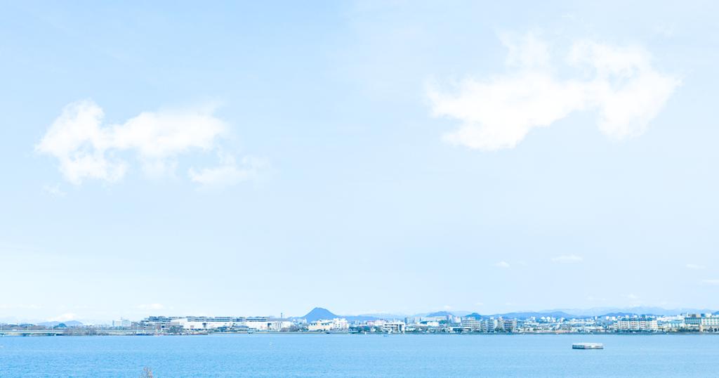 窓から見える琵琶湖の景色